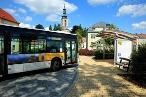02 Turistický autobus před Domem Českého Švýcarska, foto J. Laštůvka