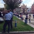 Více než stovka děčíňáků přišla v sobotu po obědě na Masarykovo náměstí vyjádřit nespokojenost nad systémem sociálních dávek. Pokojné vyjádření naštěstí nenarušili extrémisti, ikdyž sami účastníci vidí pokojnou demonstraci jako […]